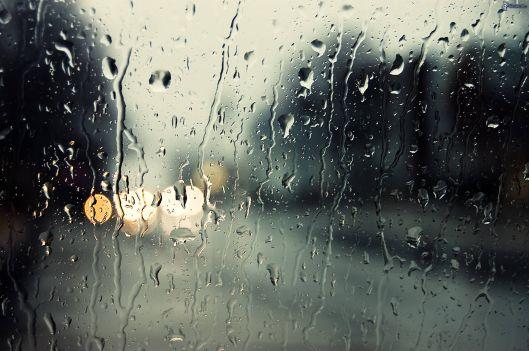 gocce-di-pioggia-vetro-197813